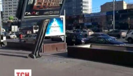 У Києві можуть почати падати рекламні щити
