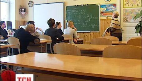 Киевская власть предлагает школьникам временно учиться дистанционно