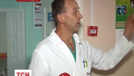 На Житомирщіні жінка померла прямо на порозі лікарні, так і не дочекавшись медичної допомоги