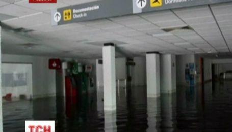 Сорок тысяч туристов оказались заблокированными в затопленном мексиканском аэропорту