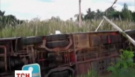 На таїландському курорті Паттайя автобус з російськими туристами потрапив в ДТП