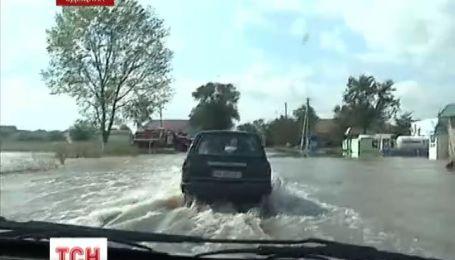 Велика вода не відпускає Одещину. Залило міжнародну трасу Рені-Одеса