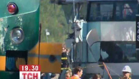 Щонайменше 5 людей загинуло у зіткненні потяга і автобуса в Канаді