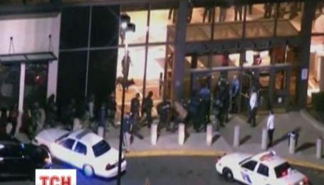 В США началась стрельба в торговом центре