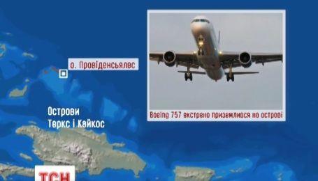 Пасажирський літак Boing-757  здійснив екстрену посадку у Карибському морі