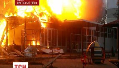 В Одессе на строительном рынке вспыхнул пожар