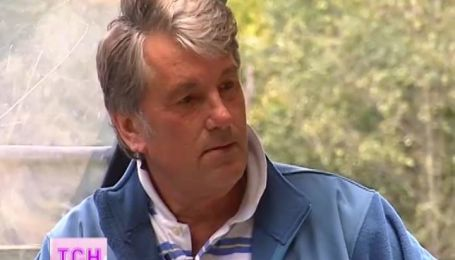 Виктор Ющенко овладел трактором и пожаловался на сложную жизнь своих детей