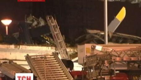 Полицейский вертолет упал на переполненный паб в городе Глазго