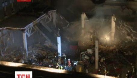 Руїни торговельного центру в Ризі і далі падають