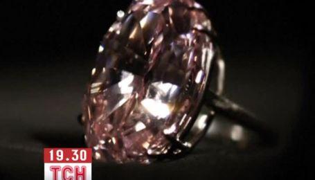 Самый большой розовый бриллиант выставили на аукцион за 60 млн долл.