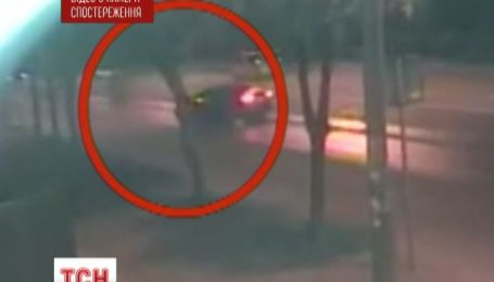 В Киеве иномарка насмерть сбила мотоциклиста и скрылась с места аварии