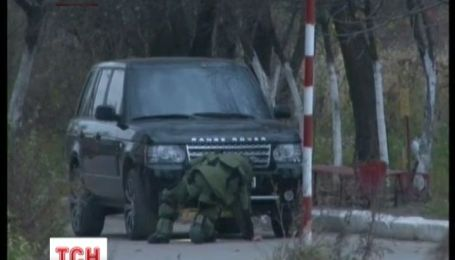 35-летний львовянин нашел взрывчатку под автомобилем