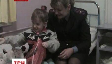 На Сумщине нашли мать, которая оставила 4-летнюю девочку на вокзале