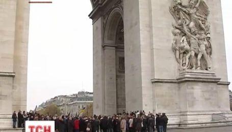 Жертв Голодомора в Украине почтили в Париже