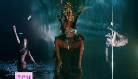 Певица Рианна в нижнем белье из стразов станцевала стриптиз