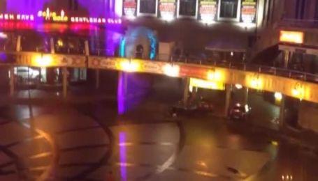 Пьяный мужчина решил пробежаться по центру города голышом