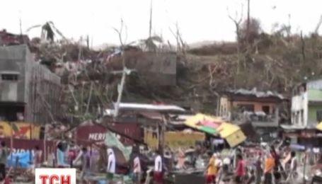 Тропічний шторм Хайян атакував В'єтнам та перервав на Філіпінах 10 тисяч життів