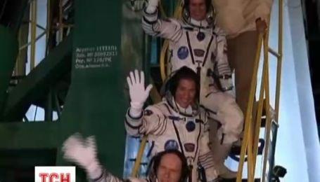 На МКС прибыл новый экипаж, который взял с собой настоящий олимпийский факел