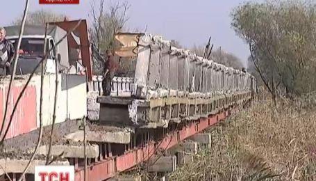 Из-за обвала асфальта на мосту, трасса Одесса-Рени перекрыта