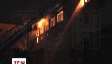 В Одесі усю ніч гасили пожежу на території колишньої джутової фабрики