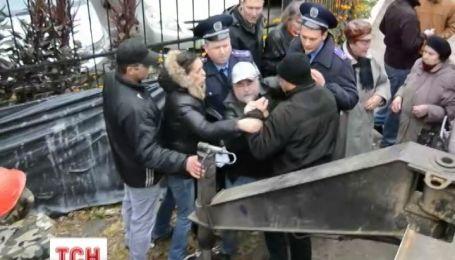 У Києві мешканці влаштували бійку з забудовниками