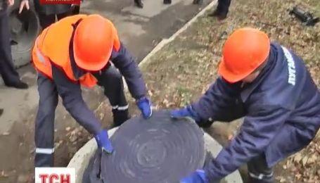 Закрыть все люки в Луганске обещают уже к концу недели