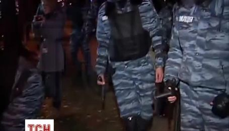 Правоохранители силой отбили у митингующих памятник Ленину