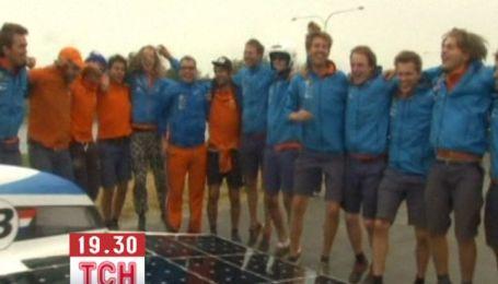 Голландці вибороли перемогу в перегонах авто з сонячними батареями