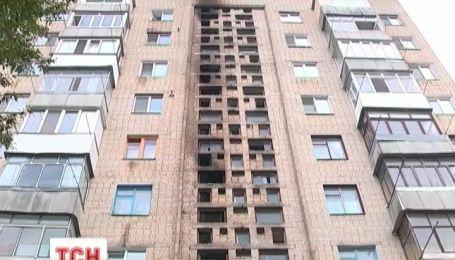 У Вінниці рятувальники винесли із палаючої багатоповерхівці 32 людини
