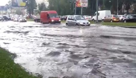 После мощных ливней Москва превращается в Венецию