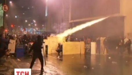Демонстрація вчителів у Бразилії закінчилася погромами банків
