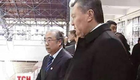 Янукович продовжує знаходитись у Китаї з державним візитом