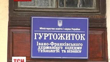 Более полусотни учеников Ивано-Франковского колледжа отравиться неизвестным газом