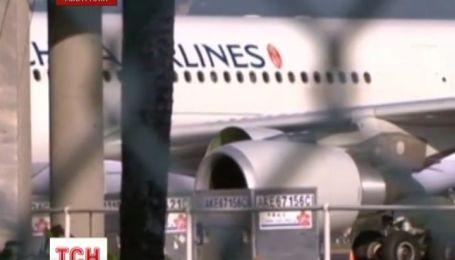 В Австралии переполненный пассажирский самолет совершил аварийную посадку с одним двигателем