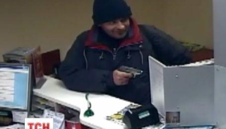 В Борисполе мужчина дерзко ограбил банк