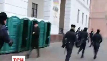 Милиция сбежала от толпы на евромайдане