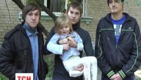 В Запорожье студенты спасли ребенка и девушку из горящей квартиры