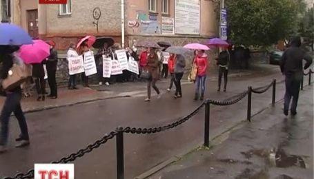 В Ровно забастовщики требуют отставки скандального судьи