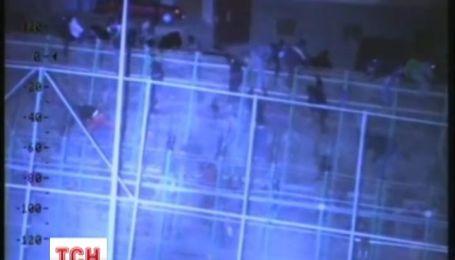 Як у кіно про зомбі. Африканські мігранти штурмували 6-метровий паркан на кордоні ЄС