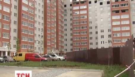 Застройщик заселил киевлян в дом без газа, воды и света