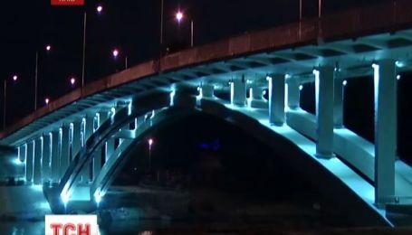 В Киеве, после двух лет ремонта, снова заработал Венецианский мост