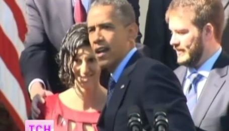 В обійми Бараку Обамі ледь не впала вагітна гостя Білого дому
