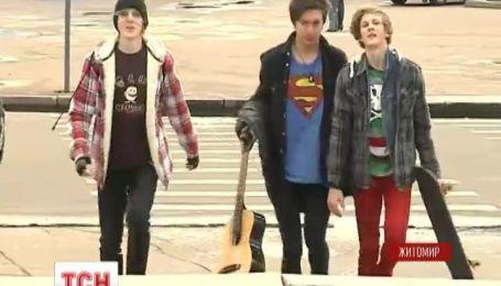 Трое подростков из Житомира ради славы в интернете разбивают себе головы