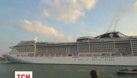 Жителям Венеции надоели огромные круизные лайнеры
