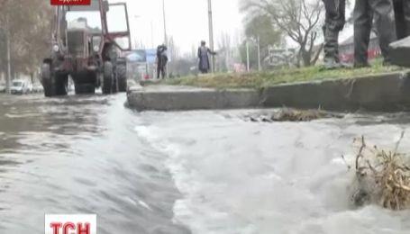 В Одессе прорвало магистральный водопровод