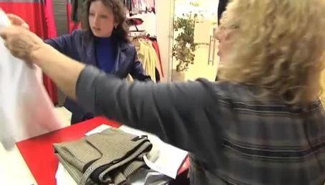 Яркая реклама о скидках заставляет украинцев разметать любой товар