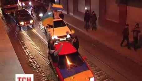 Более полутысячи автомобилей с флагами Украины и ЕС ездили Львовом