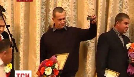 Засудженого за вбивство з перевищенням меж самооборони нагородили почесною нагородою