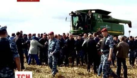 Компанія депутата-регіонала відбирає у фермерів врожай