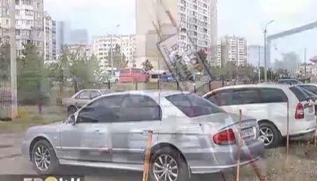 В Киеве рейдеры нападают на парковки и авто